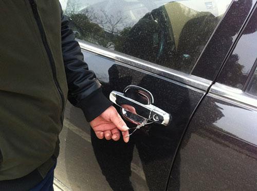 汽车开锁技巧教程