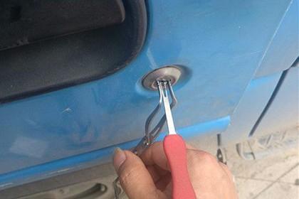 汽车开锁技巧图解
