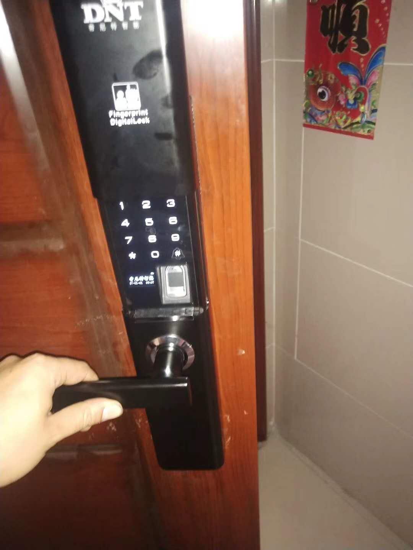 防盗门每次换锁但别人都能悄悄打开怎么办?锁芯通用吗-- 纳雍县李文锁城