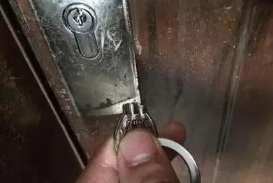 门钥匙断在锁里想取出来找台儿庄开锁公司有技巧-- 台儿庄区崔氏锁业店